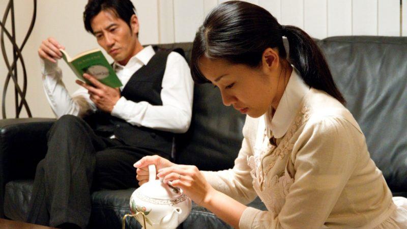 映画『恋の罪』菊池由紀夫役の津田寛治と菊池いずみ役の神楽坂恵