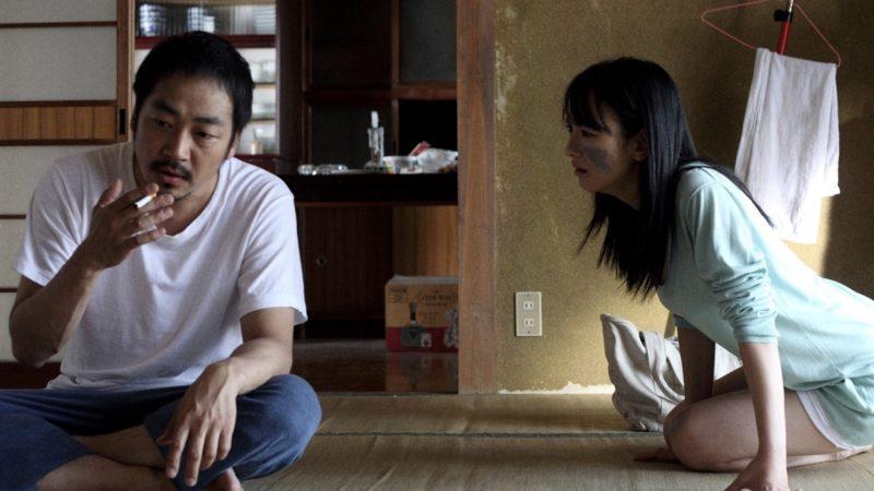 映画『捨てがたき人々』狸穴勇介役の大森南朋と岡辺京子役の三輪ひとみ