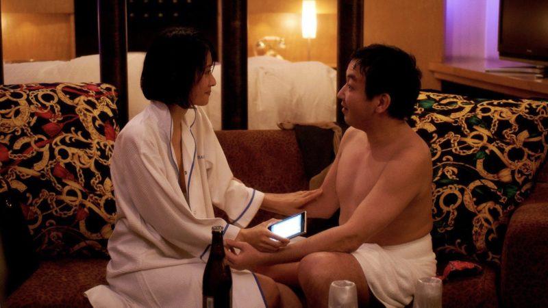 映画『さよなら歌舞伎町』ガラスに美乳乳首を押し付けられる河井青葉