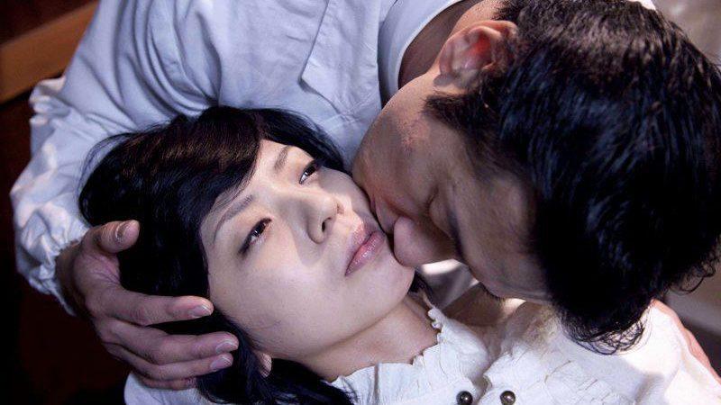 映画『失恋殺人』南田みや子役の宮地真緒と琴浦役の大浦龍宇一