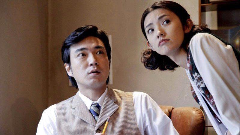 映画『失恋殺人』明智小五郎役の草野康太と文代役の星野真里
