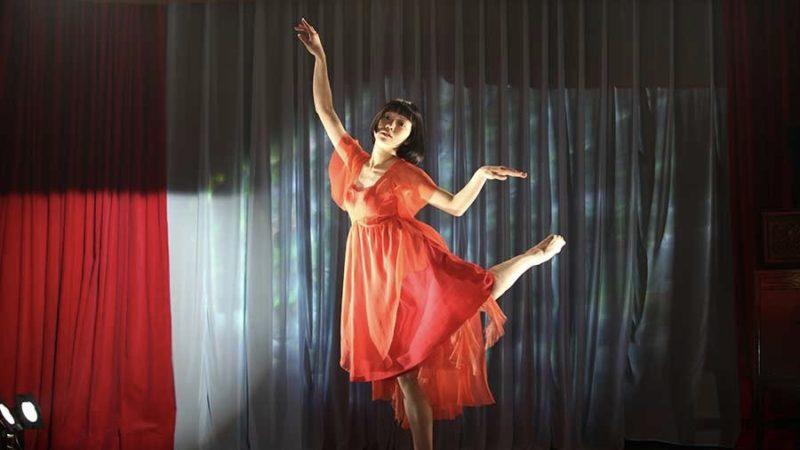 映画『蜜のあわれ』二階堂ふみの美尻つき出しダンス
