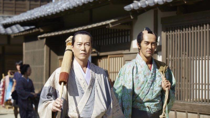映画『のみとり侍』小林寛之進役の阿部寛と清兵衛役の豊川悦司