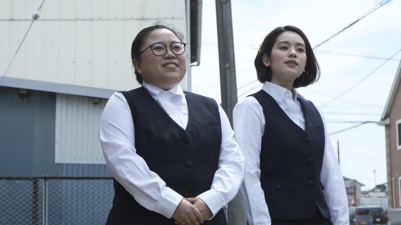 映画『犬猿』幾野真子役の筧美和子と幾野由利亜役のニッチェ江上敬子