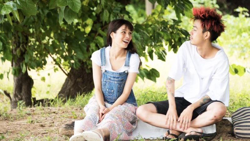 映画『ニワトリ★スター』星野楽人役の成田凌と知花月海役の紗羅マリー