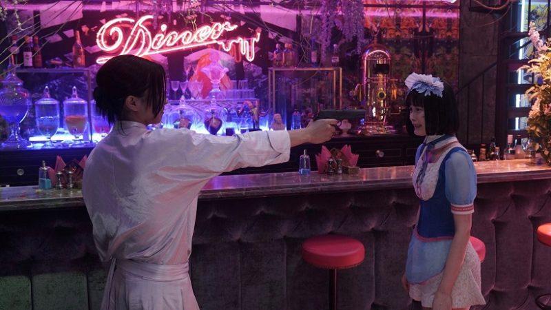 映画『Diner ダイナー』ボンベロ役の藤原竜也とオオバカナコ役の玉城ティナ
