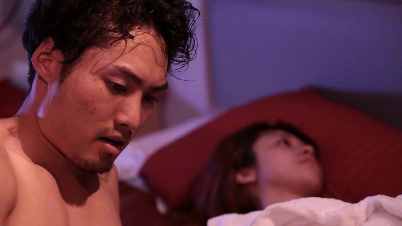 映画『愛の病』瀬戸さおりが乳首出しヌードで挑む八木将康との濡れ場