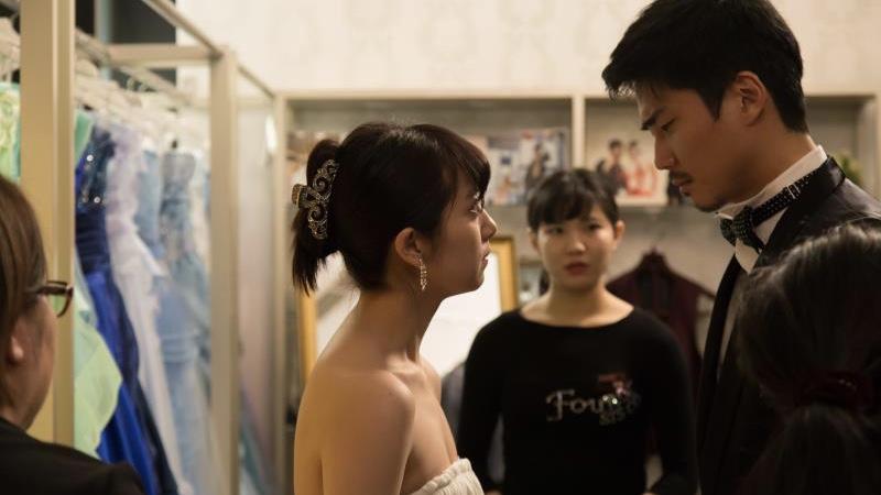 映画『ご主人様と呼ばせてください』目黒役の毎熊克哉と希美役の百合沙