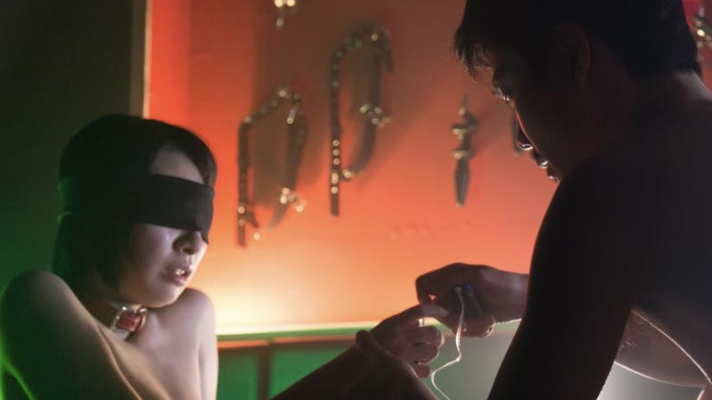 映画『ご主人様と呼ばせてください』濡れ場でローターを使用する行平あい佳