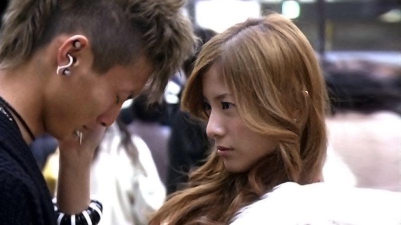 映画『蛇にピアス』ルイ役の吉高由里子とアマ役の高良健吾