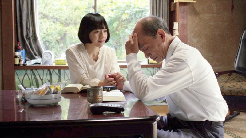 映画『グレイトフルデッド』塩見三十郎役の笹野高史とスヨン役のキム・コッピ