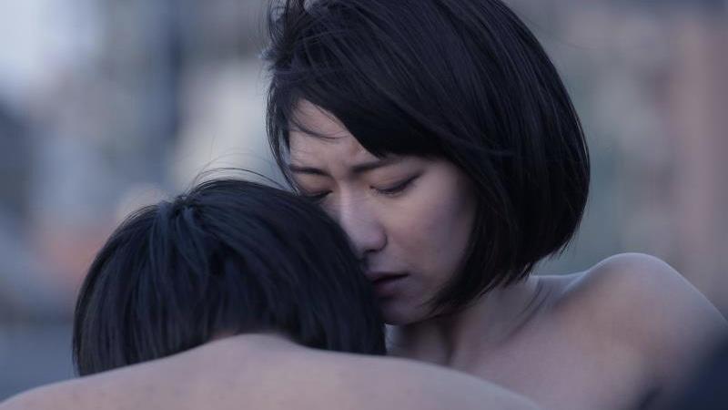 映画『牝猫たち』井端珠里と郭智博の濡れ場