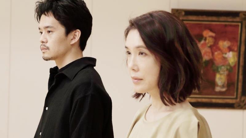 映画『よこがお』リサ役の筒井真理子と米田和道役の池松壮亮