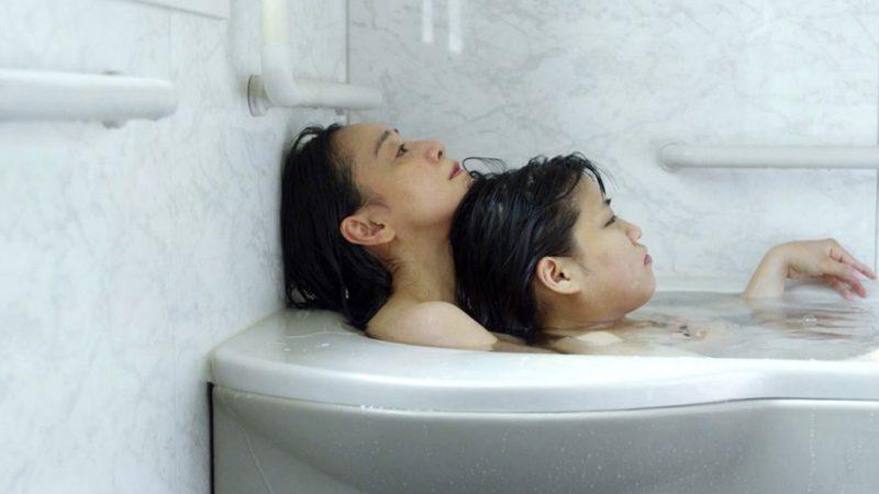 映画『37セカンズ』フルヌードの入浴シーン