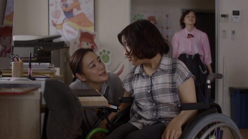 映画『37セカンズ』貴田ユマ役の佳山明と貴田恭子役の神野三鈴