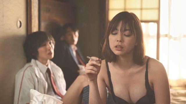 映画『乳酸菌飲料販売員の女』卯水咲流の乳首出しヌード