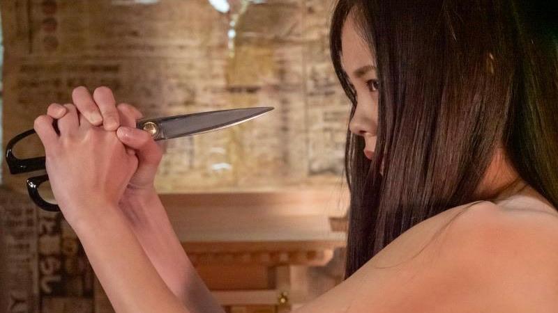 映画『裸の天使 赤い部屋』乳首出しヌードで売春する中山来未